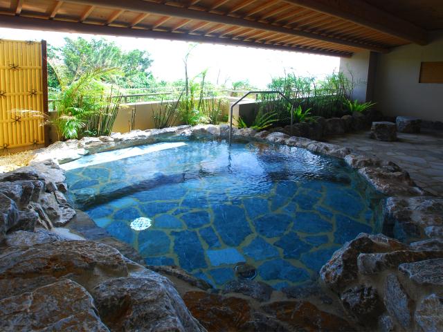 【大浴場】八重山では珍しい露天風呂を含む大浴場は無料でご利用頂けます