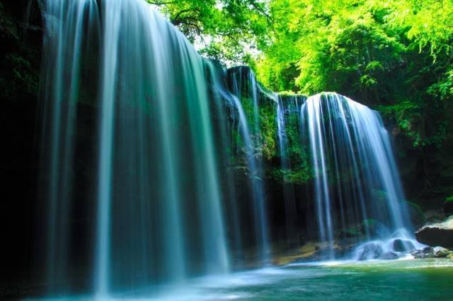 パワースポットの代表と言えば、滝ですね!マイナスイオンの効果で癒され、エネルギーをチャージ!水辺は涼しいので、初夏や夏にもおすすめです。パワーがもらえる日本全国の美しい滝をたくさんご紹介します!