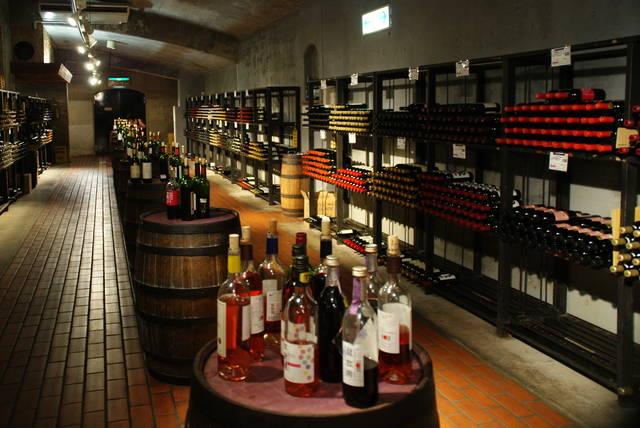 ワインカーヴ(赤の列)