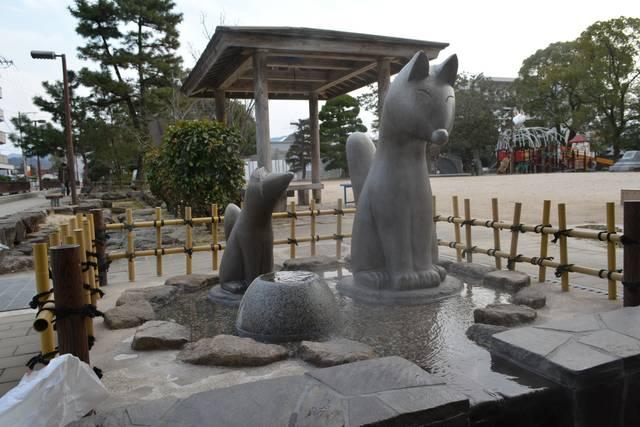 湯田温泉足湯にある狐像