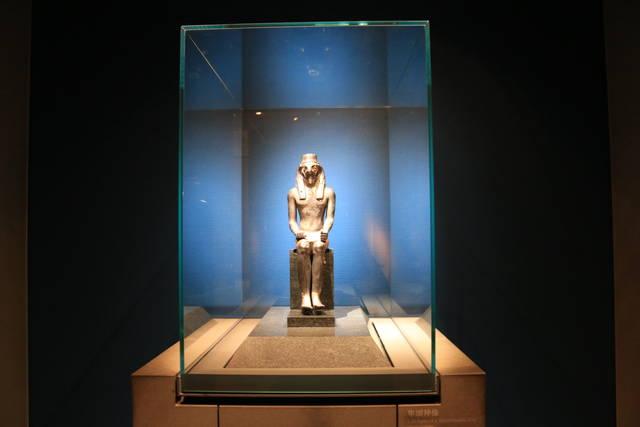 隼頭神像(エジプト)
