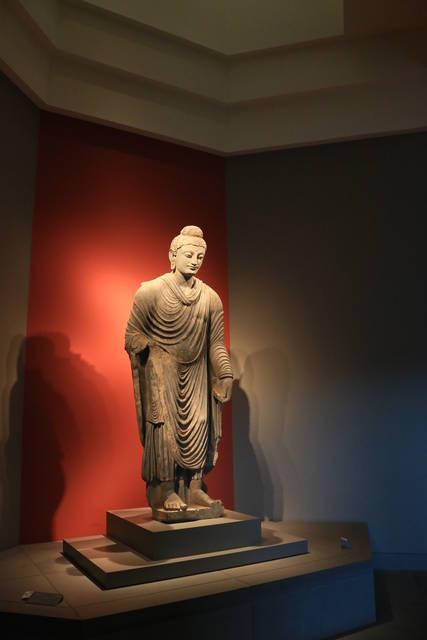 仏立像(ガンダーラ)