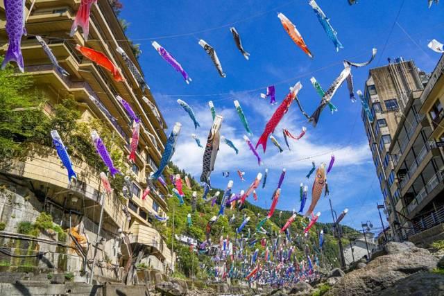 4月から5月にかけて行われる鯉のぼり祭りも見事です