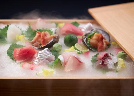 季節の海の幸を存分に味わえる 旬のお造り玉手箱