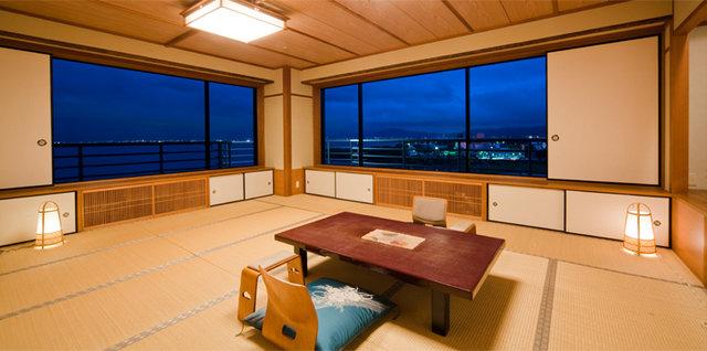 photo by 琵琶湖グランドホテル・京近江 (138507)
