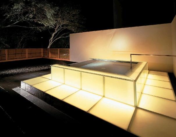光の露天風呂