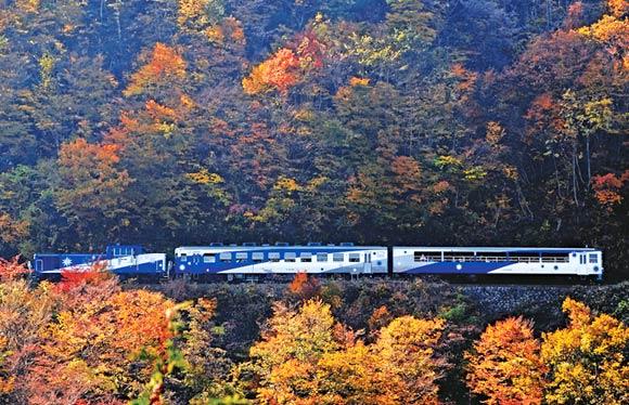 錦秋の奥出雲 山陰を代表する2大観光列車「奥出雲おろち号」・「あめつち」でめぐる 2日間