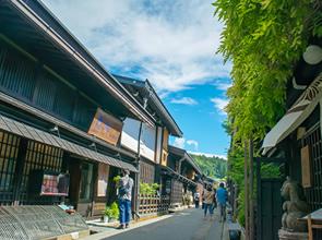 現地ガイドとゆっくり詳しくめぐる 世界遺産白川郷と小京都・高山の町並み満喫の旅 2日間