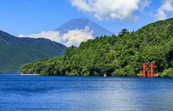水陸両用バスで湖を散策!水着で遊べる温泉プールを満喫!夏の箱根4つの乗り物と観光バスでめぐる旅 2日間