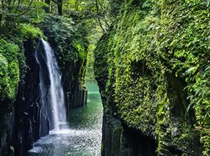 <復路はゆったりグリーン車利用!>絶景の高千穂峡と自然いっぱいの阿蘇みどころ満載 2日間