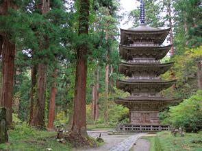 新潟・山形の名湯「月岡温泉」「あつみ温泉」に泊まる 修験道の世界「出羽三山」めぐり 4日間