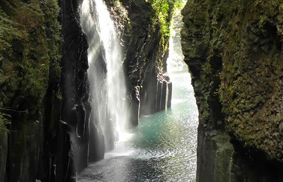 絶景の高千穂峡と自然いっぱいの阿蘇みどころ満載 2日間