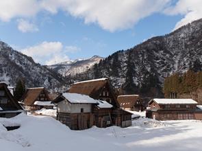 金沢21世紀美術館特別貸切と2つの世界遺産集落へ誘う 2日間