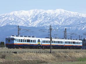 観光列車「一万三千尺物語」で行く!絶景の「黒部峡谷トロッコ電車」と美食の旅 2日間