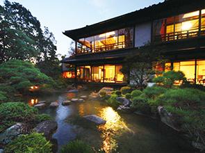 歴史の宿「松田屋ホテル」に泊まる ゆったりめぐる安芸の宮島・錦帯橋 2日間